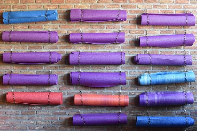 how to choose the right yoga mat