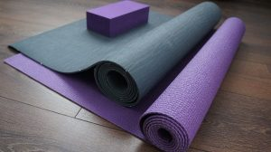 How To Choose a Yoga Mat Material [Pros and Cons]